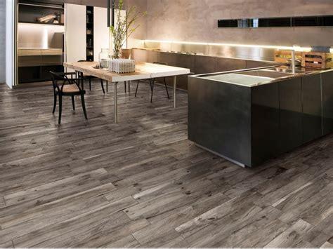 piastrelle rondine pavimento in gres porcellanato effetto legno living