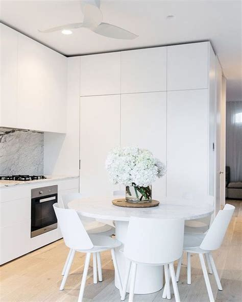 white marble kitchen table 1000 ideas about white chairs on chairs