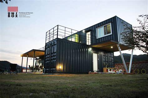 haus container containerhaus aus mehreren schiffscontainern gebaut