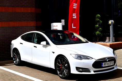 Tesla Model S White Photos Tesla Model S 70d 2016 From Article New Base Option