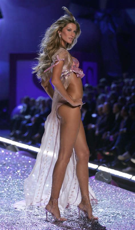 Supermodel Fashion Faceoff Vs Gisele by Gisele Bundchen In The S Secret Fashion Show