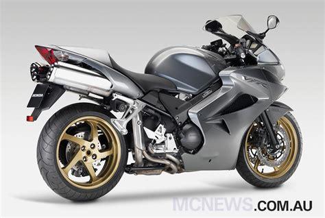 Motorrad Bmw Oder Honda by F800st Oder R1200st Sporttourer Gesucht Bmw Motorrad
