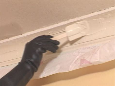 How Do I Paint A Ceiling by How To Repair Crown Molding How Tos Diy