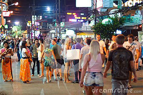 rues de patong avec la durée de nuit, thaïlande photo
