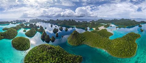Wayag Island, Raja Ampat, Indonesia   360° Aerial