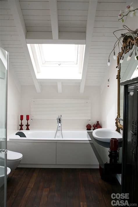 bagni mansardati volumi bianchi in mansarda per avere pi 249 luce cose di casa