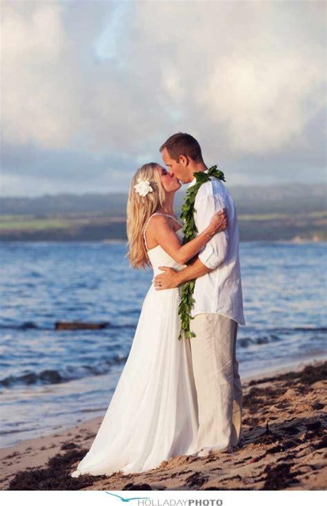 Wedding Attire Hawaii 7 hawaiian wedding ideas for tying the knot in