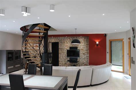 salon s 233 jour contemporain avec escalier central bois et m 233 tal