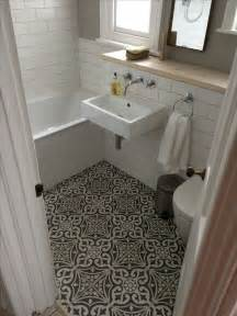 ideas for bathroom floors 25 best ideas about small bathroom tiles on