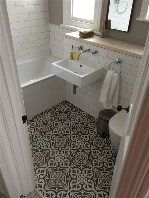 Tile Floor Bathroom 25 Best Ideas About Small Bathroom Tiles On Pinterest Bathrooms Bathroom Flooring And