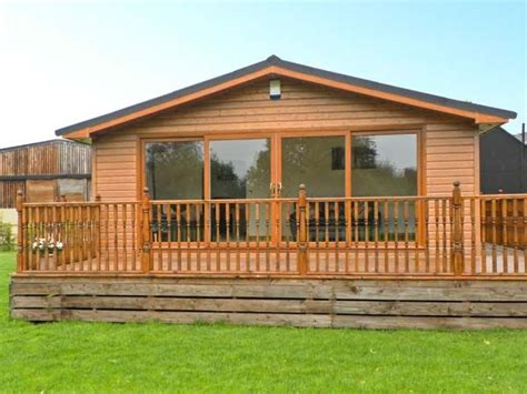 Log Cabins In York With Tubs by Ash Tree Lodge York Tub Log Cabin Home