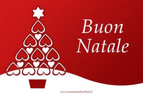 testi natalizi auguri di natale con biglietto rosso mamma e bambini
