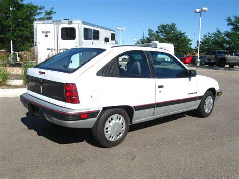 pontiac lemans 1990 pontiac le mans 1990 bright white hatchback le gasoline 4