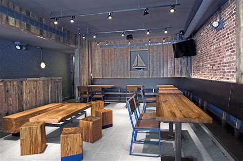 Shack Interiors by Nyc S Newest Shake Shack Features Reclaimed Furniture By Dumbo Designer Jupiter