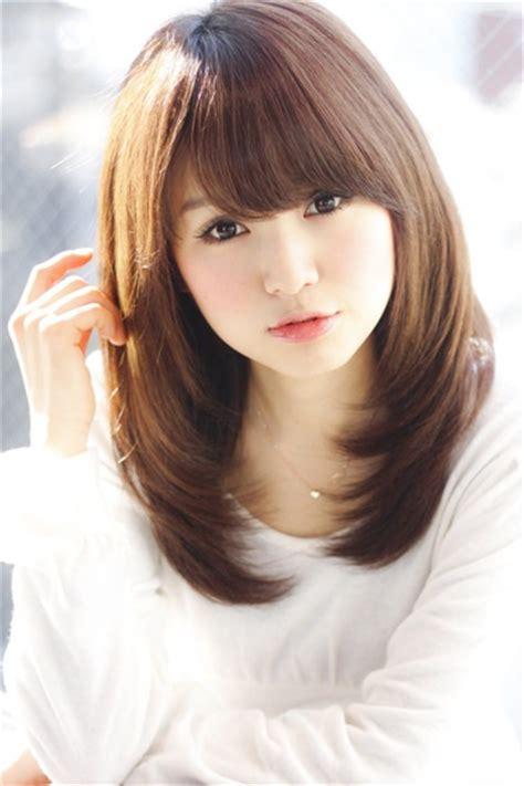 framed bangs wavy hair framed face with medium bangs hair style pinterest