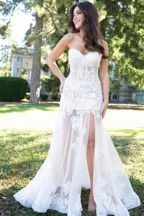 Wedding Dresses to Flatter Skinny Girls   Paperblog