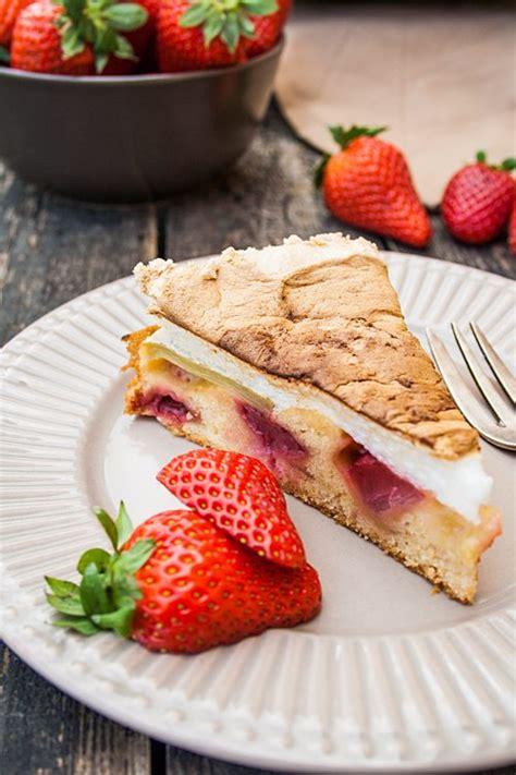 kuchen mit rhabarber und erdbeeren rezept saftiger erdbeer rhabarber kuchen ohne butter mit