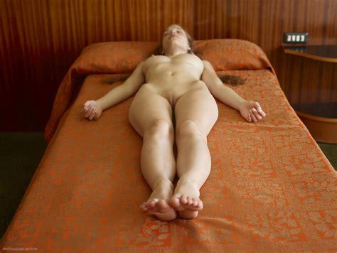 Ryonen Nude Photo Office Girls Wallpaper