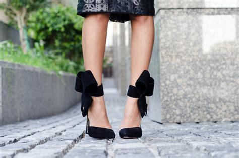 Ori Aminah Abdul Jillil Shoes bows on my the fierce diaries fashion travel bloggerthe fierce diaries fashion