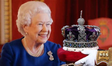 film of queen elizabeth s coronation watch queen elizabeth ii on how to wear crown in bbc clip
