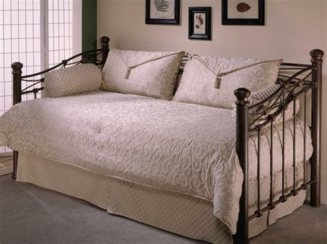 Bed And Bath Bedding Sets J New Yorka C A Rialto Comforter Set Bed Bath Beyond Pics On Mesmerizing Daybed Covers And