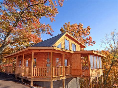 Cabins Between Gatlinburg And Pigeon Forge by Log Cabin Between Pigeon Forge And Gatlinburg
