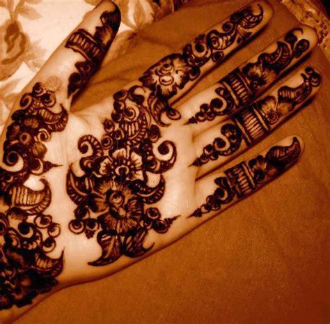 black henna tattoo on hand black henna makedes