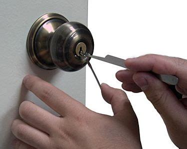 Picking A Door Knob Lock by How To A Lock Helptionary