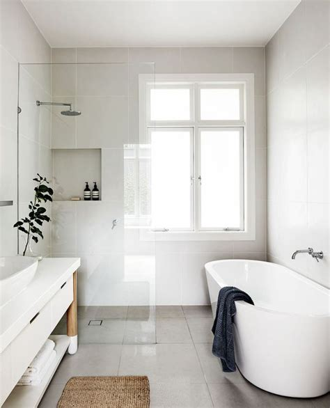 Simple White Bathrooms by 17 Best Ideas About White Bathrooms On Family
