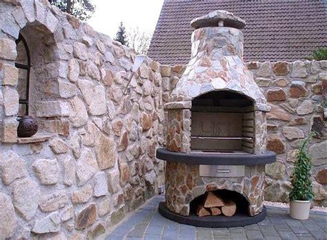 grill selber bauen naturstein gartengrillkamin bauen gartenkamin an der terrasse