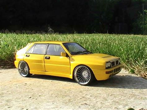 Miniatur Mobil Lancia Delta Rally Diecast Burago 24 Mainan Kado Ultah lancia delta hf integrale evolution 2 yellows wheels 19