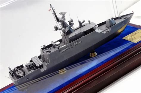 Clurit Alumunium www masbagoes kri clurit 641 kapal jenis kcr 40 diluncurkan di batam
