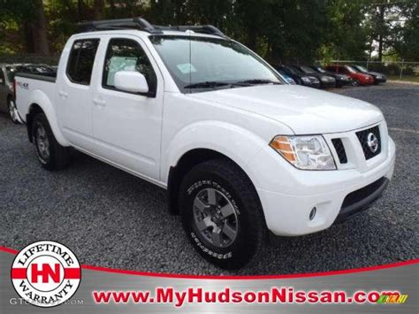 white nissan frontier 2011 avalanche white nissan frontier pro 4x crew cab 4x4