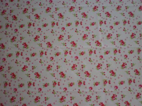 fiori con stoffa stoffa con fiori e rosa su fondo bianco materiali
