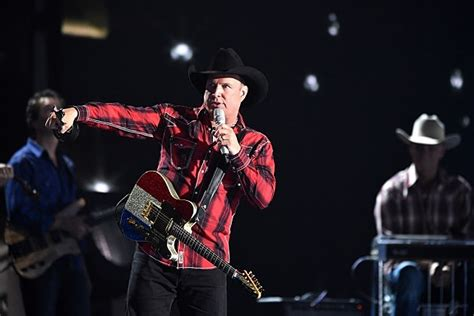 Garth Brooks Giveaway - garth brooks makes his grand ole opry debut