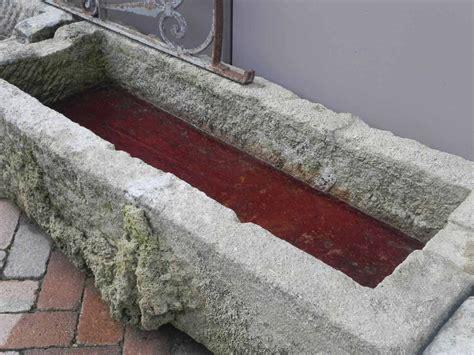 vasca antica vasca antica in pietra lacole casa italiana dettaglio