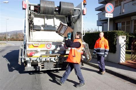 raccolta rifiuti porta a porta rifiuti porta a porta al via ma occhio alle sanzioni