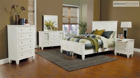 Coaster White Bedroom Furniture by White Panel Bedroom Collection From Coaster
