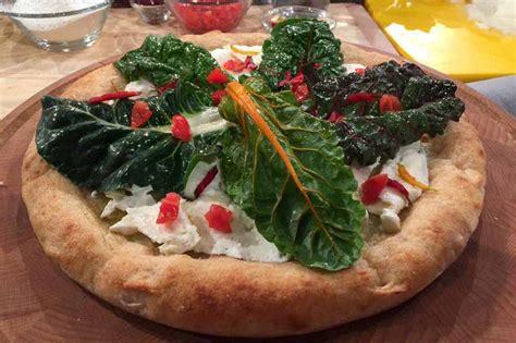 pizze fatte in casa pizza fatta in casa ricetta di gino sorbillo con impasto