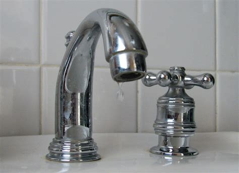 Hydrant Faucet by Brown Water Alert Bank Green