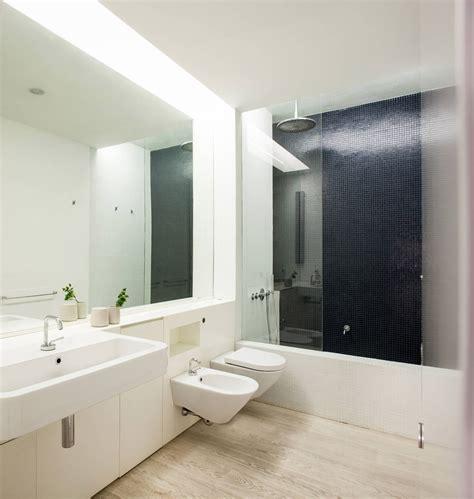 esempio bagni moderni bagno con pavimenti e rivestimenti in mosaico 100 idee