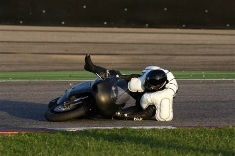 Test Motorrad Airbag Weste by Dainese D Air Racing Airbag System Explained Autoevolution