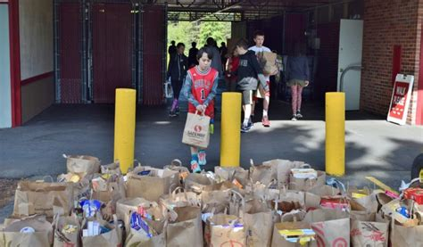 drive ugm students collect 1000 pounds of food and 1 000 for