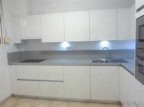 cocina blanca  gris tirador decoracion imagenes moderna