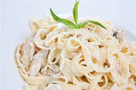 fettuccine alfredo classic pasta recipe chicken fettuccine alfredo 12 tomatoes