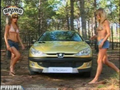 two girls on peugeot 206 sw
