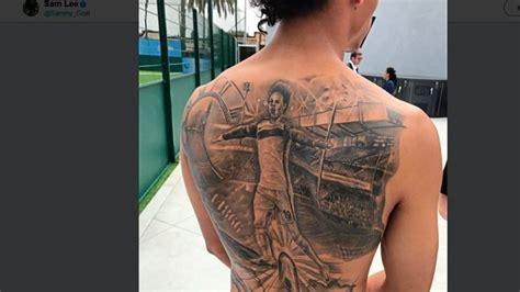 tattoo bad iburg es zeigt ihn selbst leroy san 233 mit gigantischem r 252 ckentattoo
