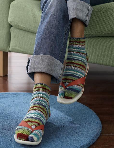 pattern for socks to wear with flip flops flip flop socks patterns yarnspirations