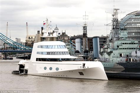 russian tycoon bombproof superyacht on the river thames image gallery luxury yachts on thames