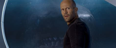 film horror jason statham high resolution look at statham and shark in the meg